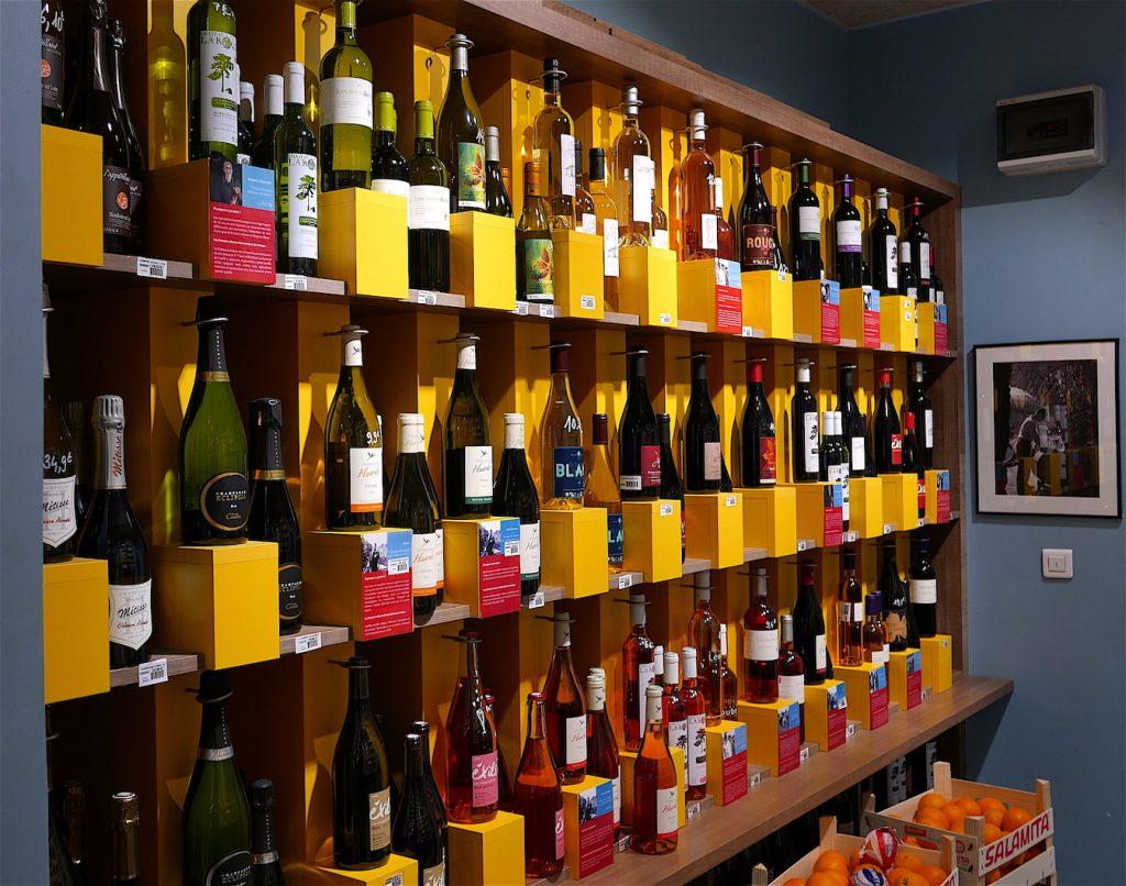 Le rayon des vins à La Récolte