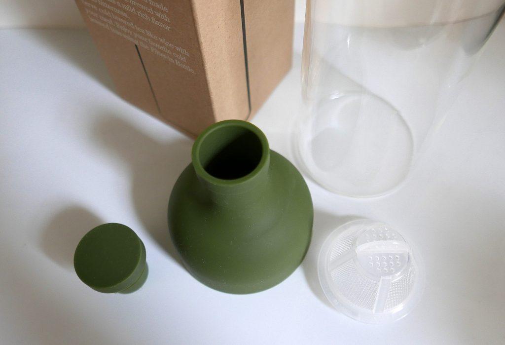 Les différentes pièces de la bouteille à thé.