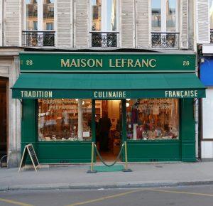 Façade verte de la maison Lefranc sur le boulevard des Batignolles