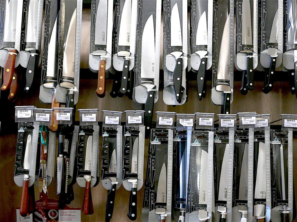 Large choix de couteaux Maison Lefranc (c) Photo Anne A