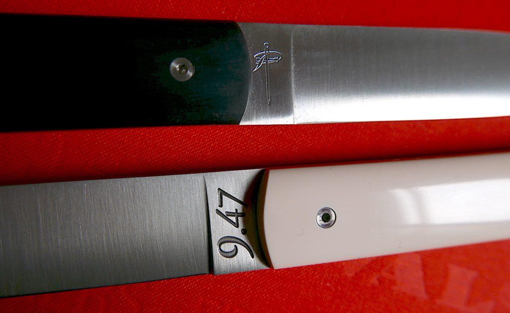 Modèle de couteau noir et blanc