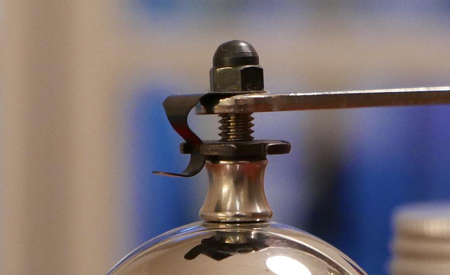 La molette crantée permet de régler la mouture du poivre.