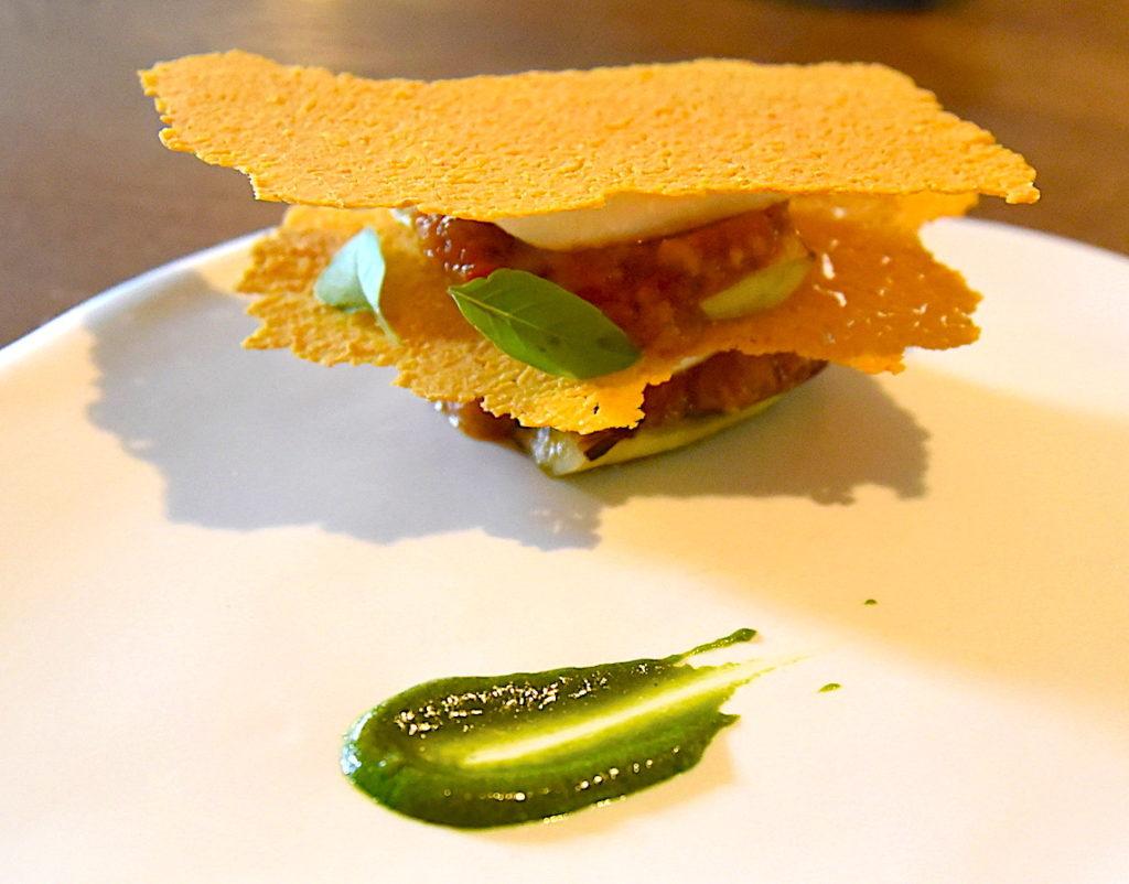 Légumes d'été, pois chiche, mozzarella, sauce basilic